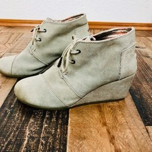 Toms Swede Wedge Booties Size 9